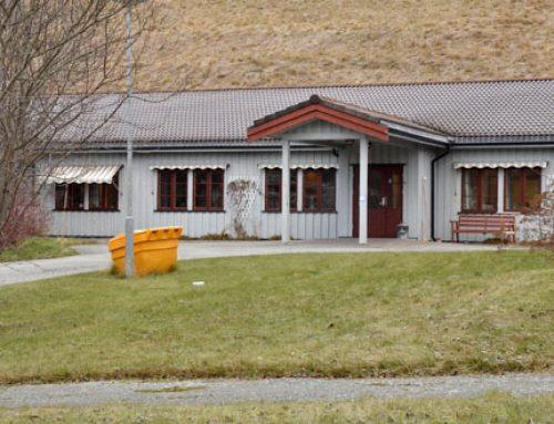 Covid-19 informasjon. Ikke besøkende på Enan og stengt skole/barnehage – avlyste 17.mai-arrangementer